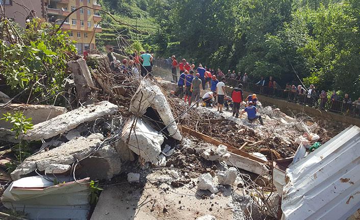 Rize'deki selde 47 bina yıkıldı