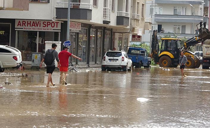 Arhavi'de sular çekildi, selin boyutu ortaya çıktı
