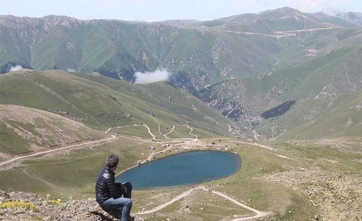 Aygır Gölü ziyaretçilerini büyülüyor