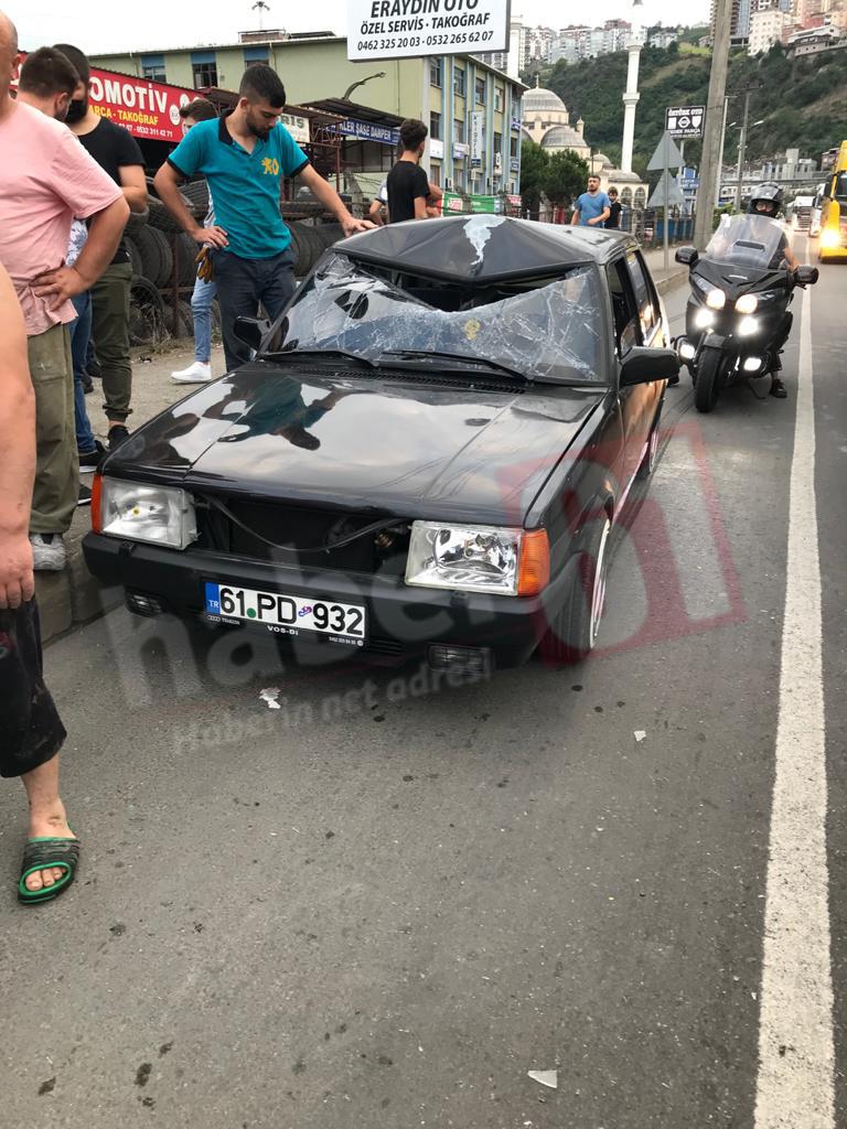 Trabzon'da otomobil yayaya çarptı! 2 yaralı