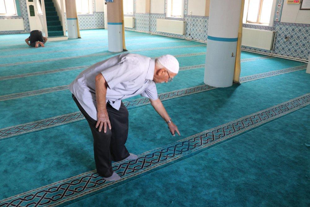 Denizli'de camiyi boyayla tahrip ettiler