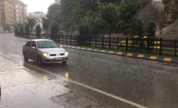 Trabzon'da beklenen yağmur başladı