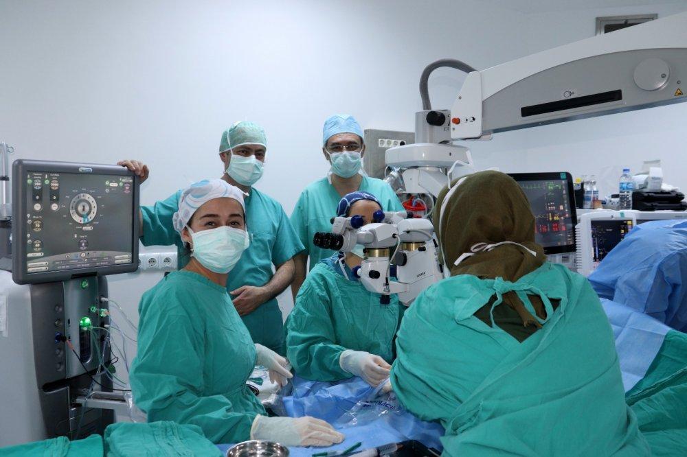 KTÜ Farabi Hastanesi'nde, ileri derecede görme kaybına son