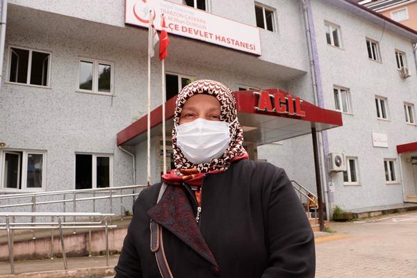 Trabzon'da aşı olmak istemeyen kadını Vali İkna etti