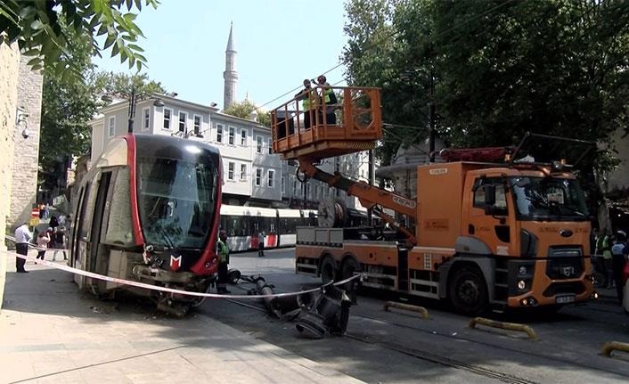 Pos cihazına takılan tramvay raydan çıktı