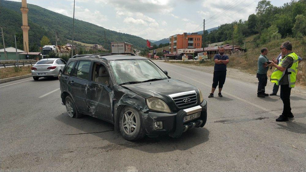 Samsun'da kamyonla çarpışan otomobil takla attı: 4 yaralı