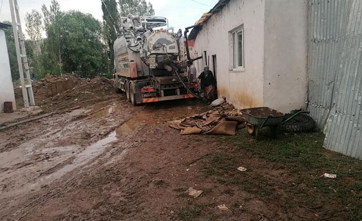 Demirözü'nde sel zarara yol açtı