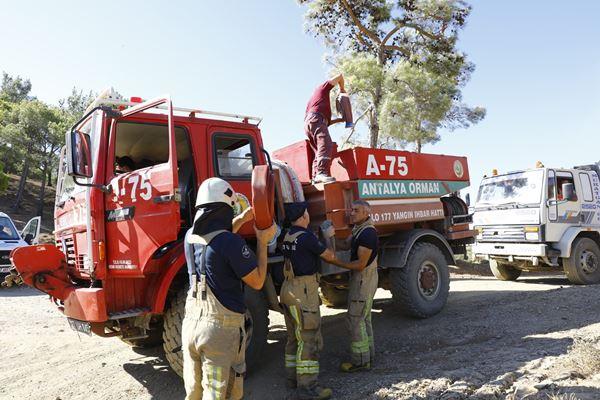 İBB ekipleri yangın bölgesinde