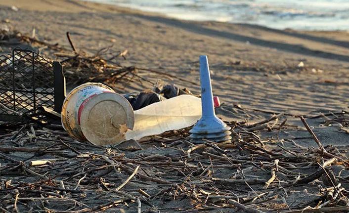 Tepki çeken görüntü! Sahil çöplüğe döndü...