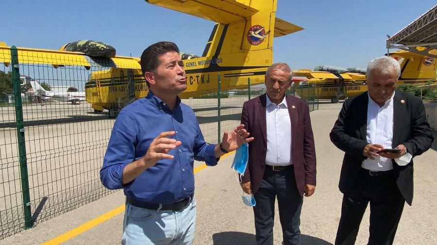 """Ahmet Kaya, """"Ciğerlerimiz yanarken, uçaklar neden pistte tutuluyor?"""""""