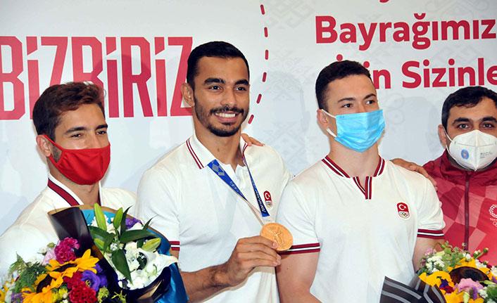 Olimpiyat 3'üncüleri Rıza Kayaalp ve Ferhat Arıcan yurda döndü