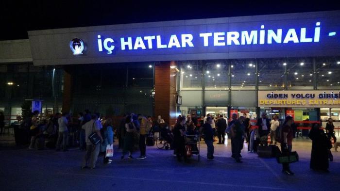 Uçuşlar iptal oldu Trabzon Havalimanı'nda yoğunluk oluştu