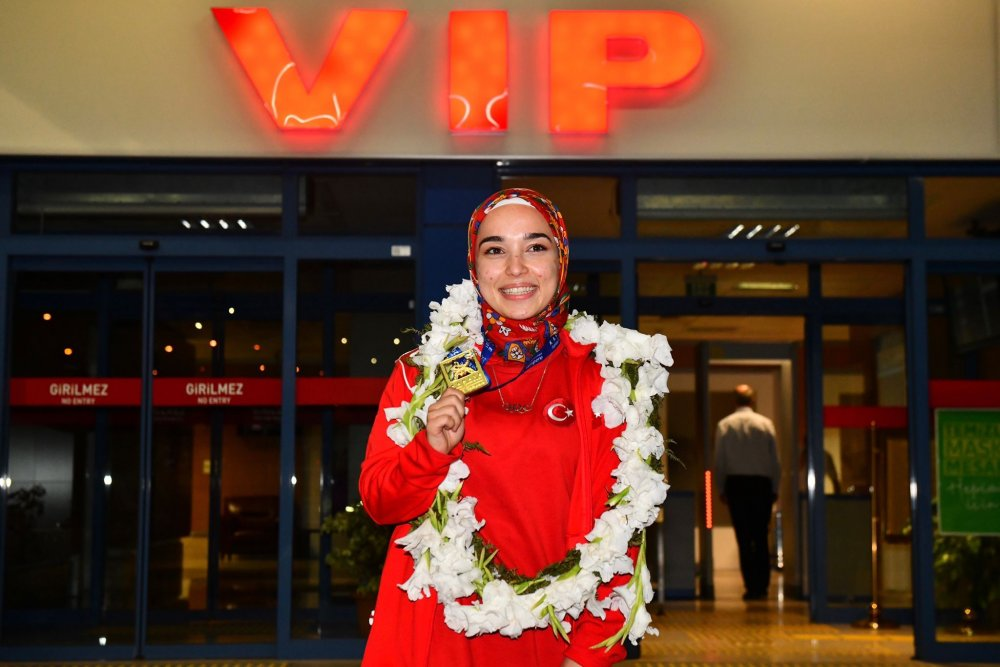 Avrupa Şampiyonu Keyda Nur Çolak'a coşkulu karşılama