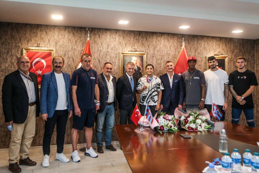 """Ahmet Ağaoğlu: """"Busenaz Sürmeneli gururumuz oldu"""""""