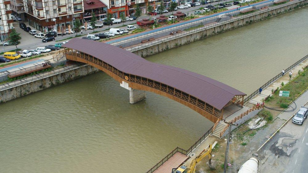 DSİ'nin Of'a yaptığı köprü göz kamaştırıyor