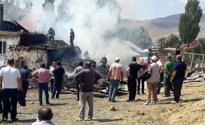 Bayburt'ta köy evinde yangın çıktı