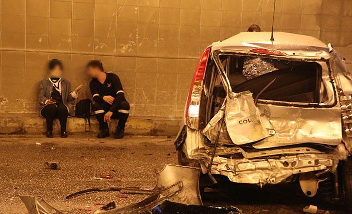 Kayganlaşan yolda zincirleme kaza: 17 araç birbirine girdi