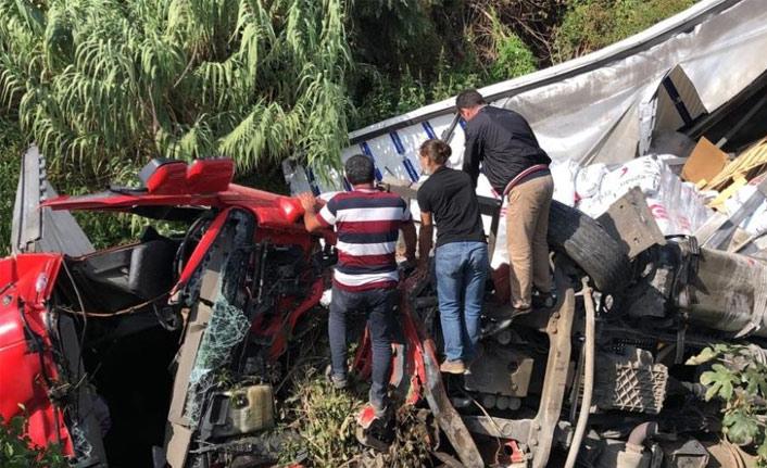 İstanbul-Bursa yolunda tır kazası, 2 yaralı