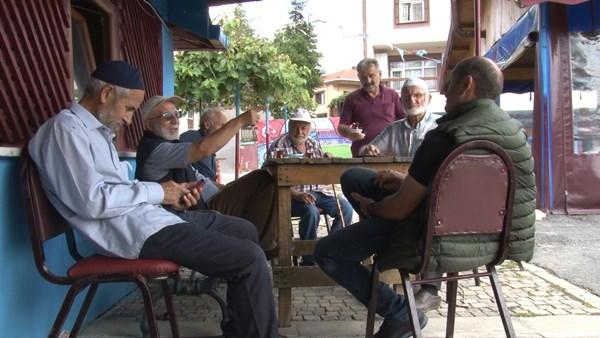 Beykoz'da Trabzonlu muhtarın azmi, köyü bordo maviye çevirdi