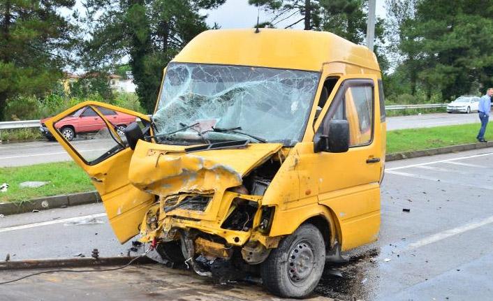 Minibüs ile cip çarpıştı: 4 yaralı