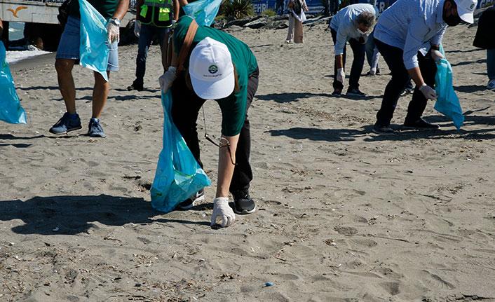 Karadeniz kıyılarında sahil temizliği