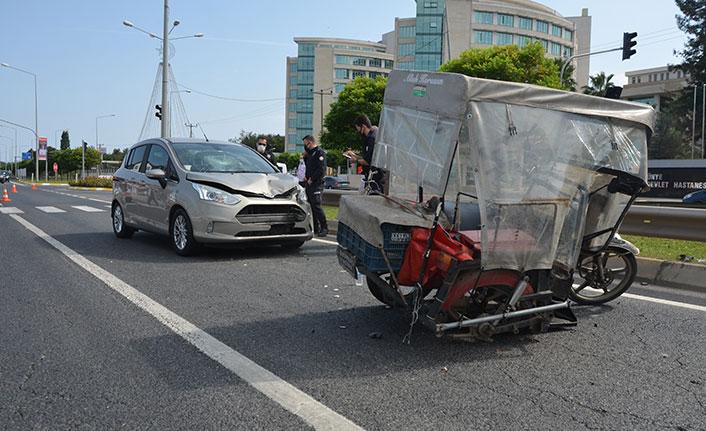 Engelli araç sürücüsüne otomobil çarptı: 1 yaralı