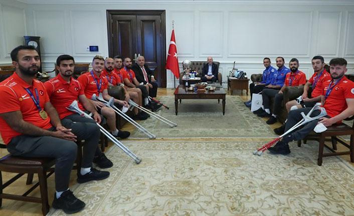 Bakan Soylu Ampute Futbol Milli takımını kabul etti