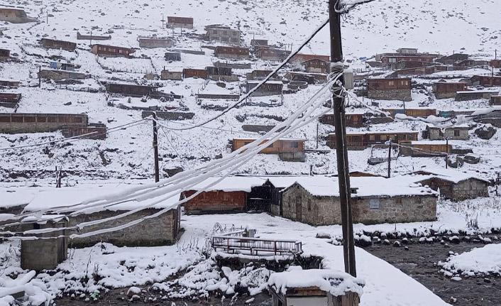 Doğu Karadeniz'de yaylalara karla kaplandı