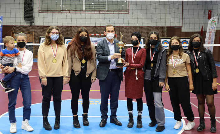 Akçaabat'taki voleybol turnuvası sona erdi