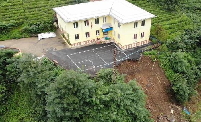Selde bahçesi kopan okul için zemin etüdü raporu bekleniyor