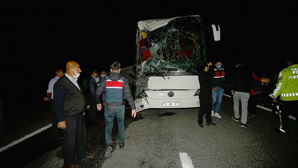 Nevşehir'de 81 ilden öğrencileri taşıyan iki otobüs kaza yaptı
