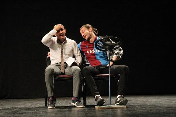 Tiyatro Zinos sezonu otantik komediyle açtı