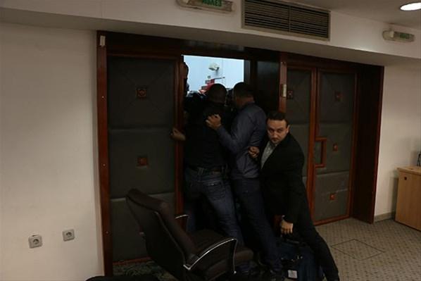Meclis'i basıp milletvekillerini rehin aldılar! 5