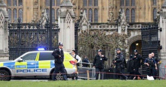 Londra'da iki saldırı birden! Yaralılar var