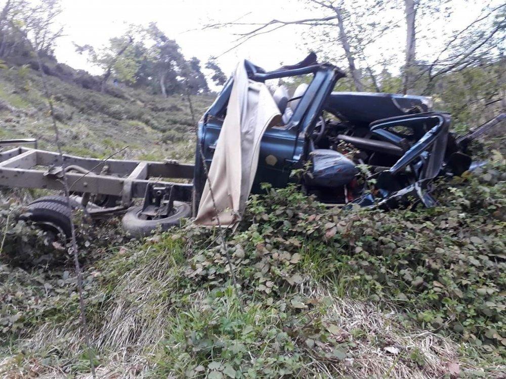 Akçaabat'ta araç şarampole yuvarlandı: 1 Ölü 1 Yaralı