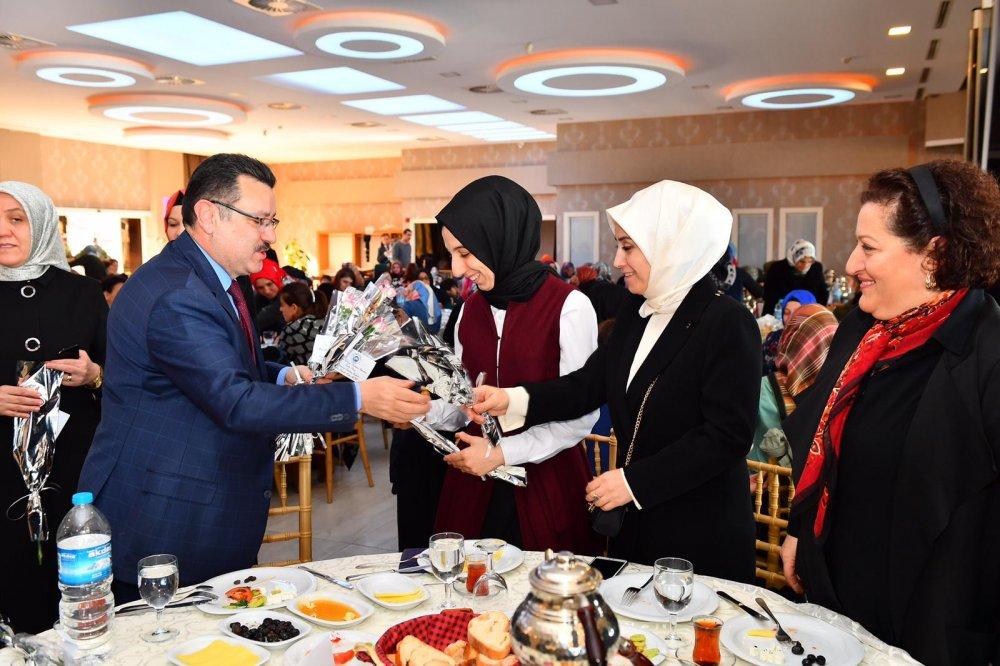 Eğitim Bir-Sen'den Kadınlar Günü'ne özel kahvaltı ve sohbet toplantısı