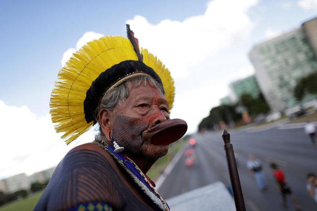 Amazon yerlileri polislere ok attı 3