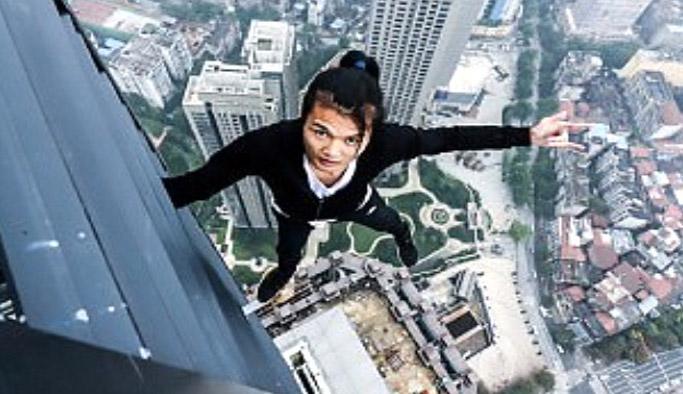 Gösteri uğruna çıktığı 62. kattan düşerek hayatını kaybetti!