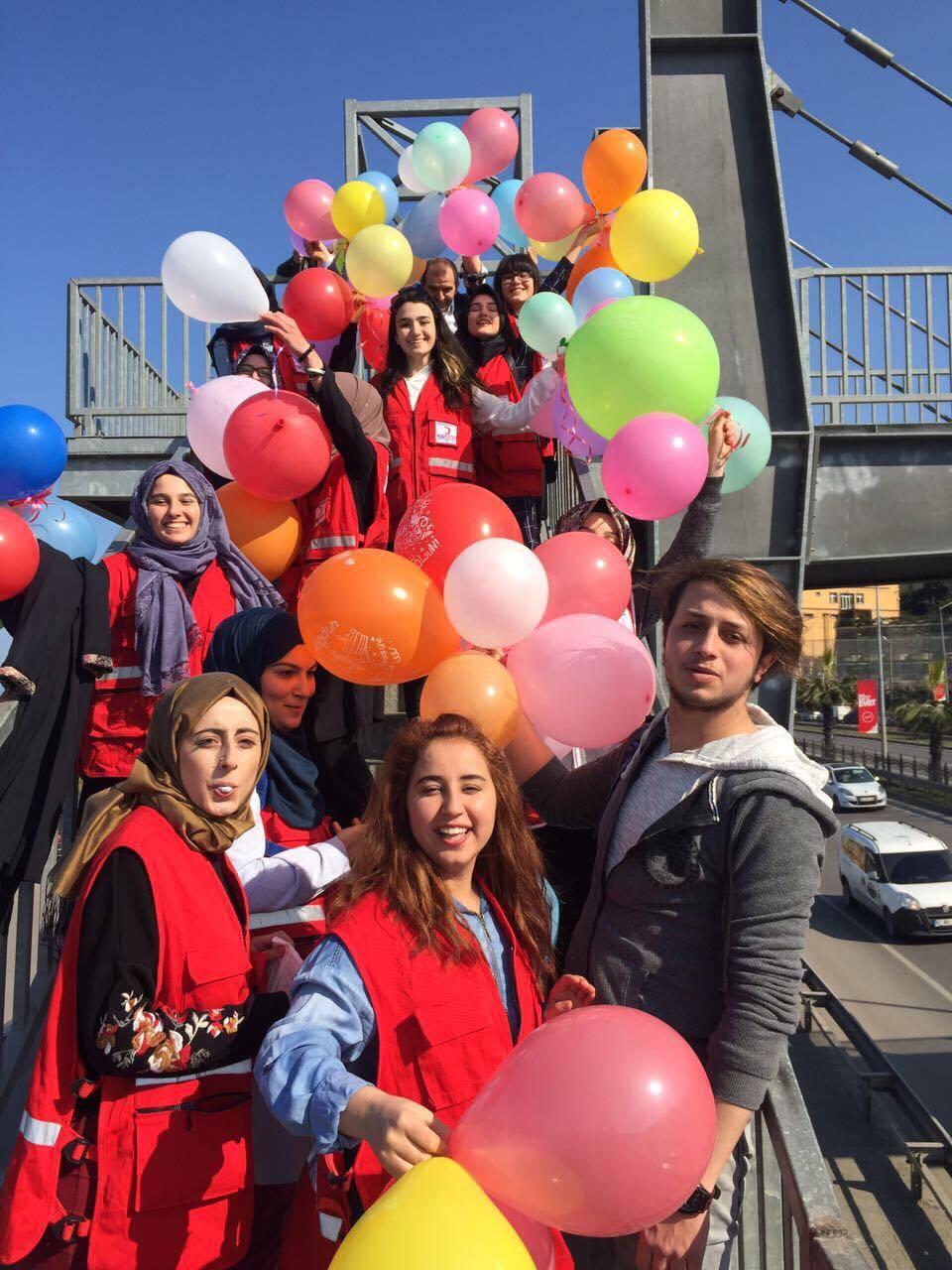Kızılay'dan  Çocuklara Balonlu Mutluluk...
