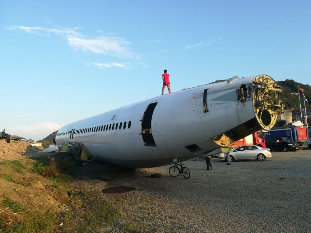 Tehlikeli Görüntü - Uçağın üzerine tırmandı