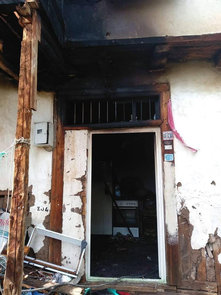 Giresun'da iki katlı ahşap evdeki yangında eşi öldü, kendisi yaralı kurtuldu