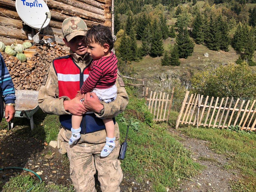 2 yaşındaki Tolga, uçurumun kenarında bulundu