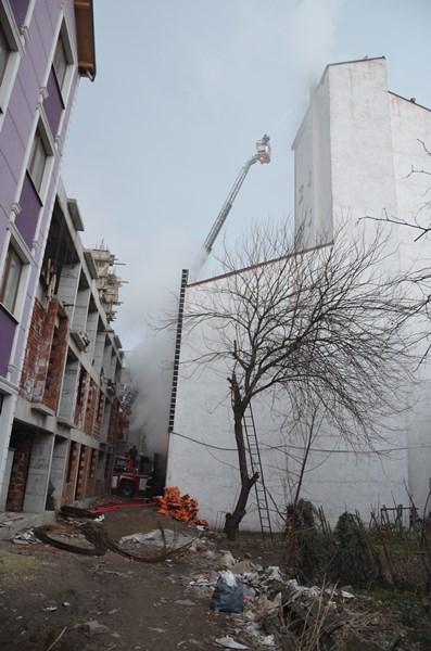 Korkutan yangın: Bir anda alevler yükseldi
