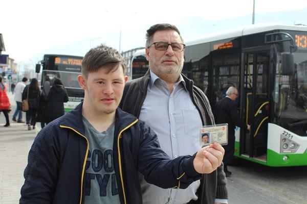 Otobüs şoföründen engelli çocuk ve babasına hakaret!