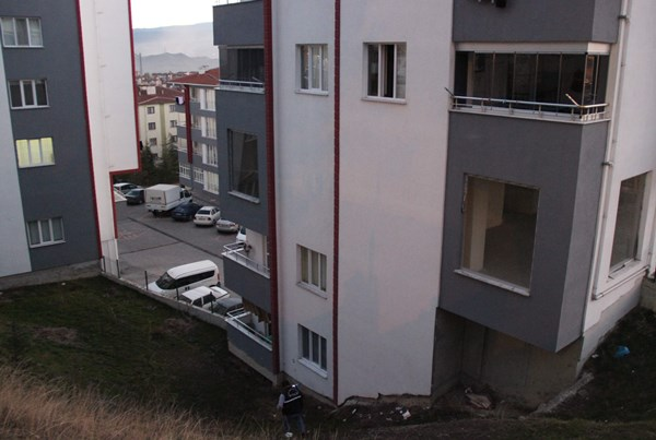 5 gün önce evlenen kadın kendini balkondan attı