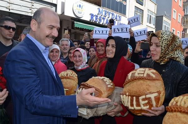Süleyman Soylu'ya ekmekli karşılama