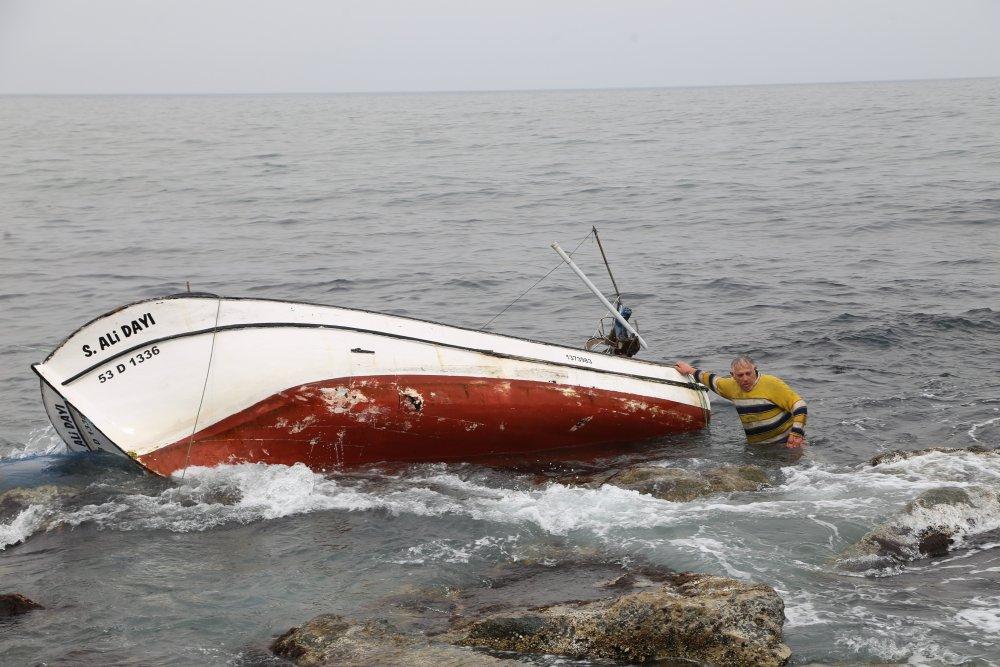 Balıkçının dikkatsizliği tekneyi batırdı