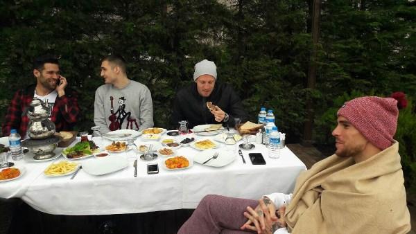 Kaptan Onur'dan takıma kahvaltı!