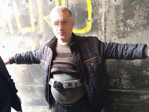 Kaçakçılar sigaraları vücudunda saklamış