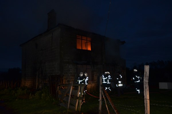 Fındık işçilerinin kullandığı ev yandı